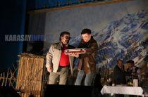 Талдықорғандық театр қарасайлықтарға өнерлерін көрсетті