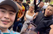 Геннадий Головкин қарасайлық студентке өзінің жекпе-жегіне кіретін билет сыйлады