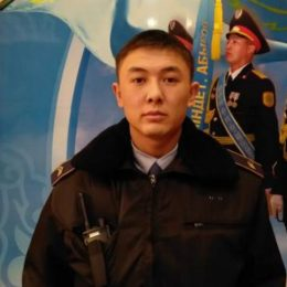 Бес адамды құтқарған полиция қызметкері (Видео)